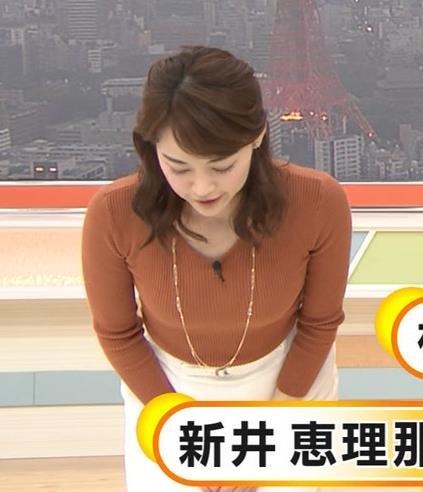 新井恵理那アナ クッキリニットおっぱいのエロいラインキャプ・エロ画像2