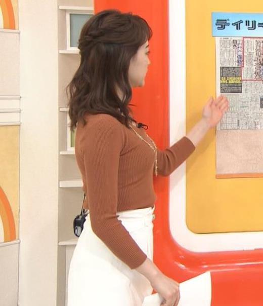 新井恵理那 クッキリニットおっぱいのエロいラインキャプ画像(エロ・アイコラ画像)