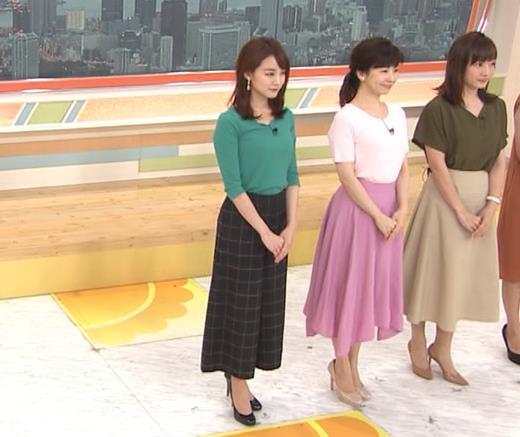 新井恵理那 緑ニットの乳キャプ・エロ画像