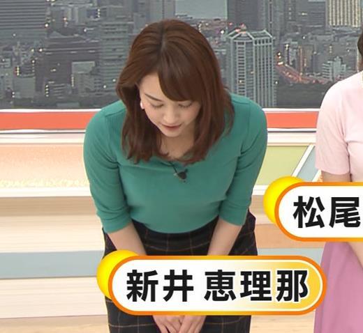 新井恵理那 緑ニットの乳キャプ・エロ画像3