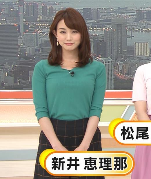 新井恵理那 緑ニットの乳キャプ・エロ画像4
