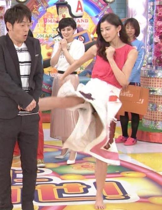 朝比奈彩 スカートで空手の蹴りをしてパンチラキャプ画像(エロ・アイコラ画像)