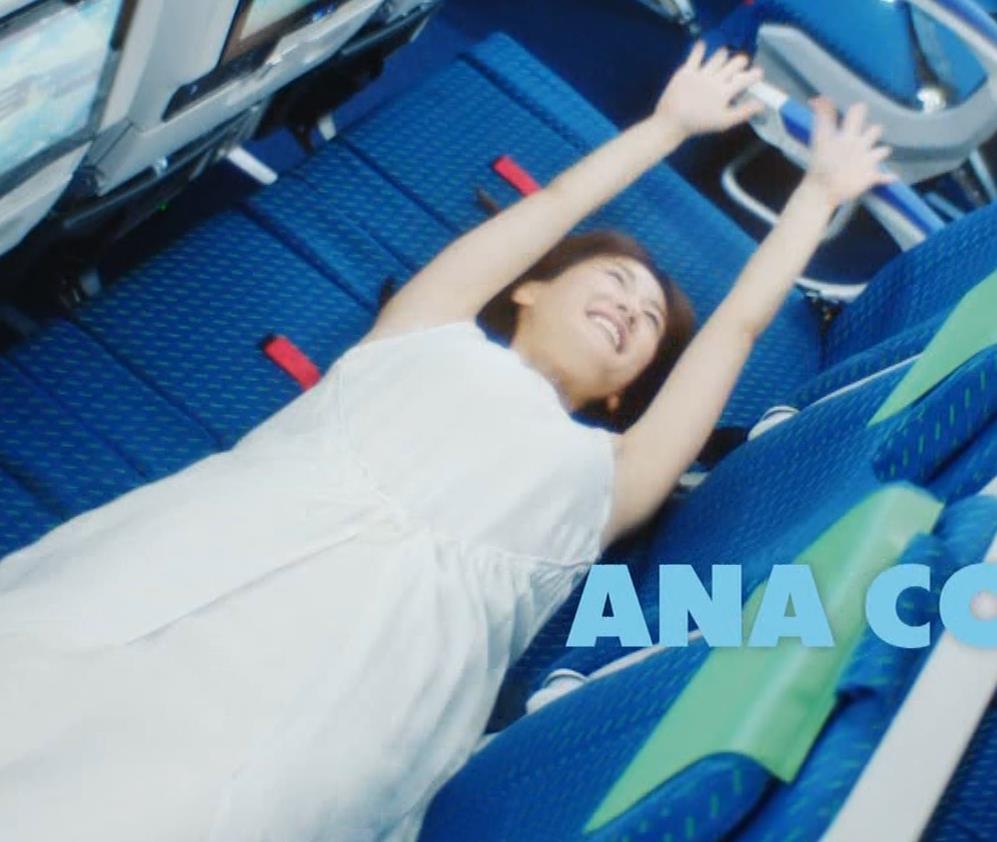 綾瀬はるか ワキ見せたり水着姿だったりエロいCMキャプ・エロ画像3