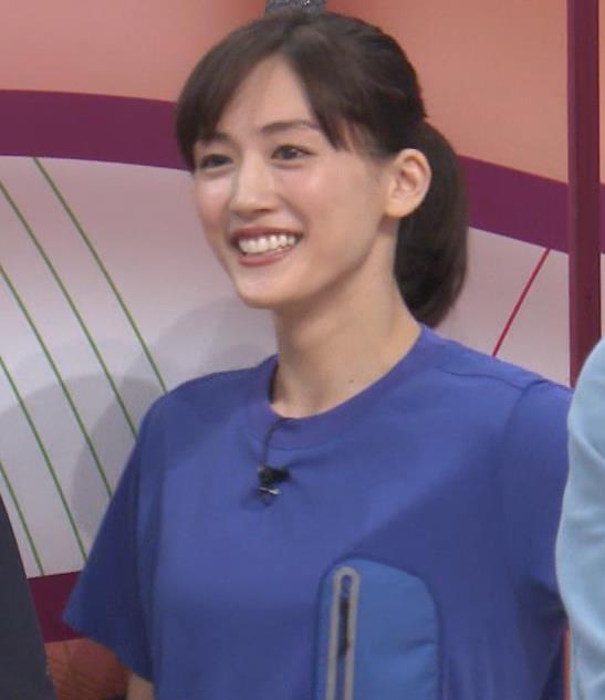 綾瀬はるか Tシャツおっぱいキャプ・エロ画像3