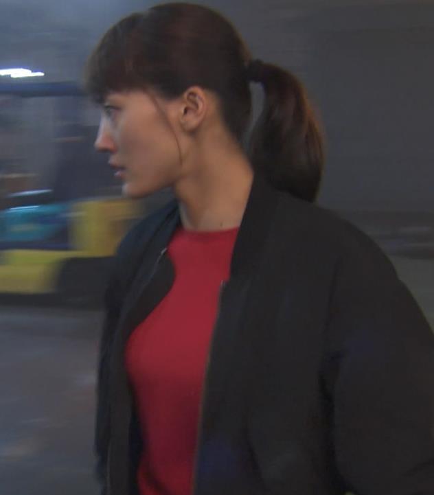 綾瀬はるか 胸のふくらみキャプ・エロ画像