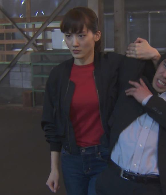 綾瀬はるか 胸のふくらみキャプ・エロ画像2