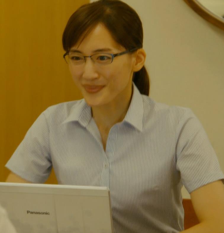 綾瀬はるか ワイシャツでおっぱいがエロいキャプ・エロ画像3
