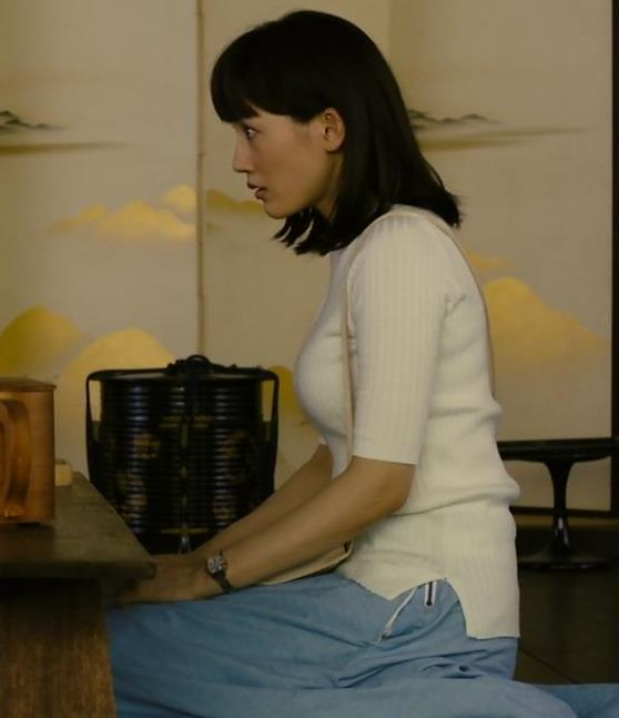 綾瀬はるか やっぱ巨乳なニット横乳★キャプ・エロ画像2