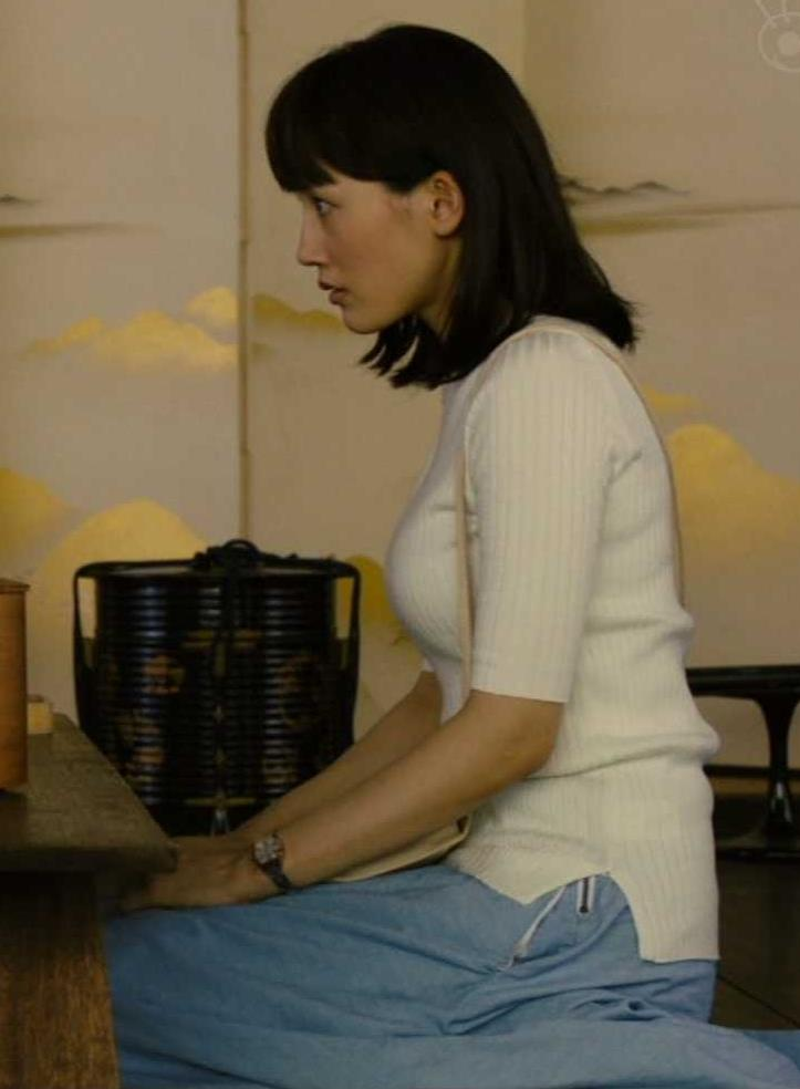 綾瀬はるか やっぱ巨乳なニット横乳★キャプ・エロ画像4
