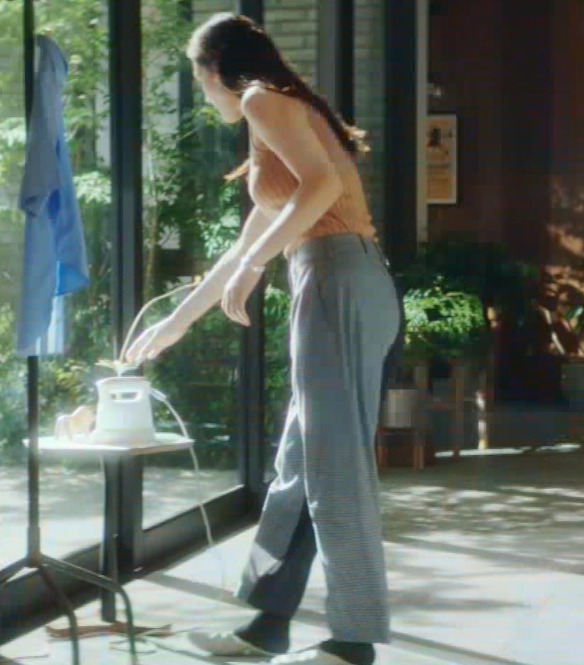綾瀬はるか タンクトップ巨乳がエロ過ぎるCMキャプ画像キャプ・エロ画像8