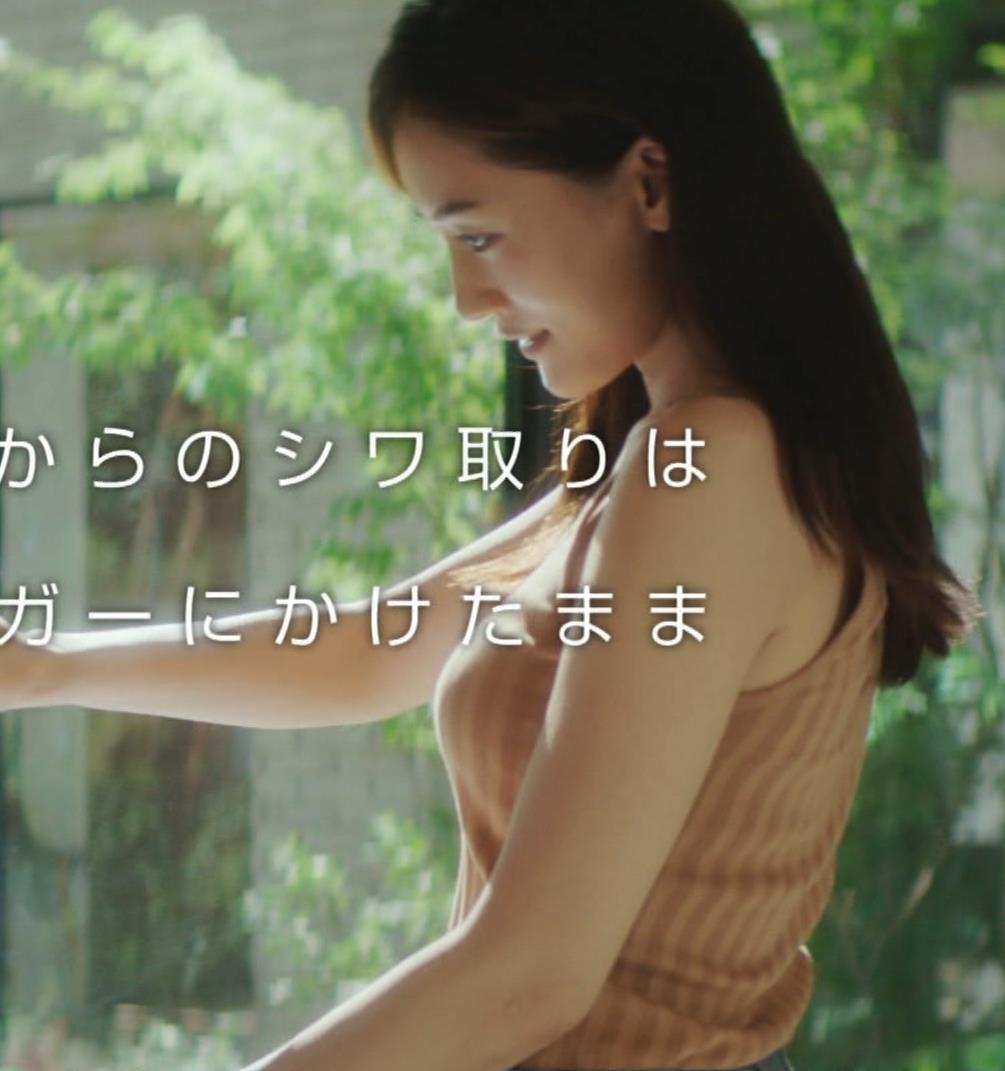 綾瀬はるか タンクトップ巨乳がエロ過ぎるCMキャプ画像キャプ・エロ画像9