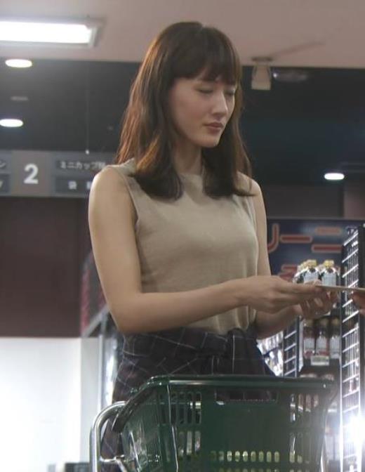 綾瀬はるか ノースリーブ巨乳キャプ画像(エロ・アイコラ画像)