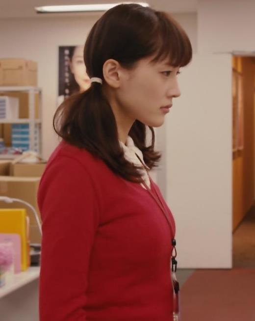 綾瀬はるか 常におっぱいパツパツ衣装の映画キャプ画像(エロ・アイコラ画像)