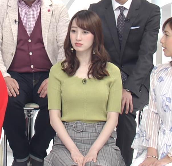 團遥香 短すぎミニスカで座ると太ももが露出しすぎるキャプ・エロ画像3