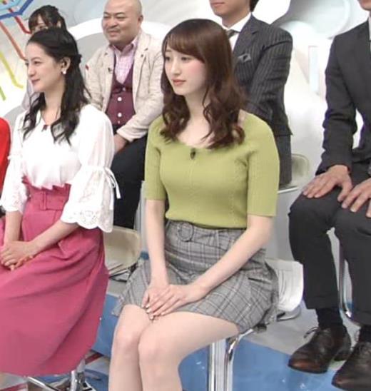 團遥香 短すぎミニスカで座ると太ももが露出しすぎるキャプ画像(エロ・アイコラ画像)