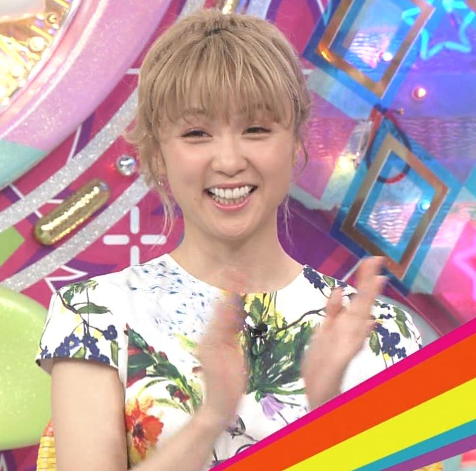 Dream Ami ミニスカ生足。かわいいポニーテールキャプ・エロ画像2