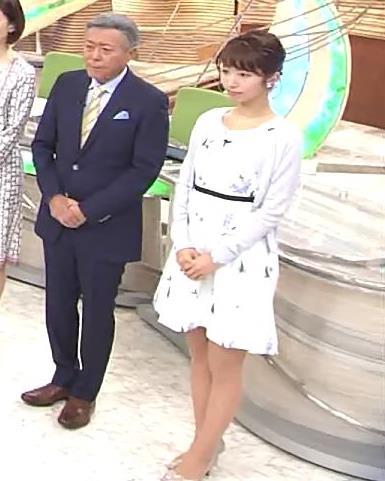 海老原優香アナ 女子アナにしては短いミニスカートキャプ・エロ画像