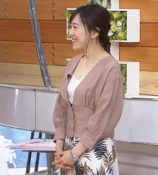 江藤愛アナ 胸元チラリのエロ過ぎ衣装キャプ・エロ画像3