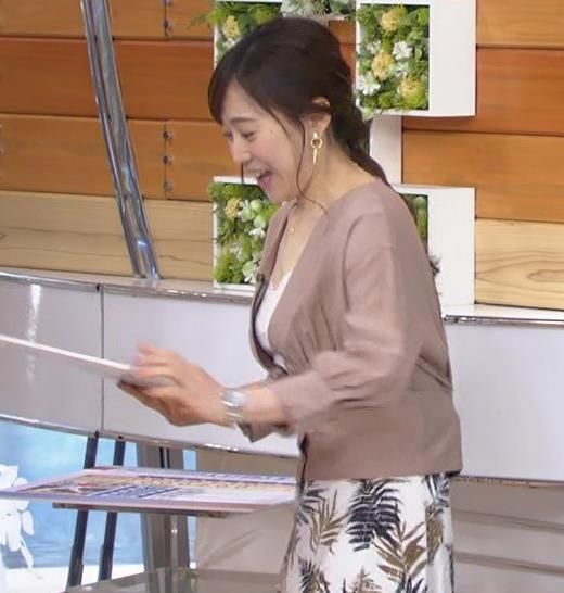 江藤愛アナ 胸元チラリのエロ過ぎ衣装キャプ・エロ画像4