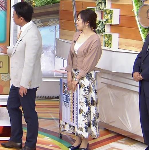 江藤愛アナ 胸元チラリのエロ過ぎ衣装キャプ・エロ画像6