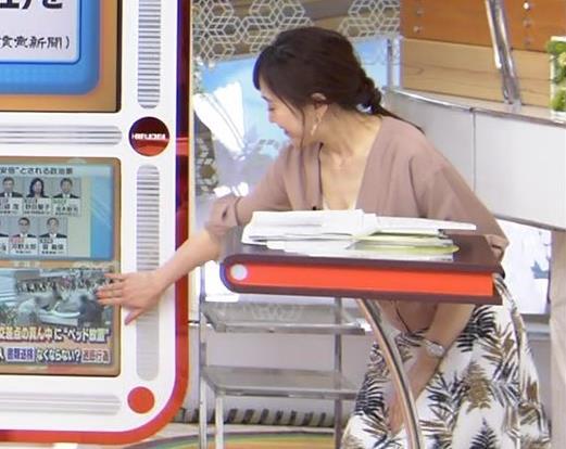 江藤愛アナ 胸元チラリのエロ過ぎ衣装キャプ・エロ画像7