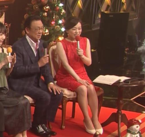 江藤愛アナ クリスマス特番のエロドレスキャプ・エロ画像2