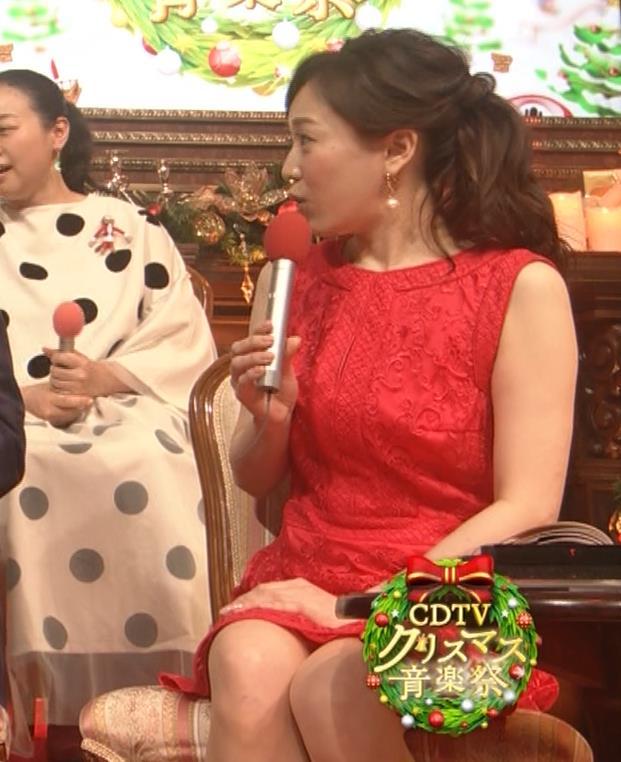江藤愛アナ クリスマス特番のエロドレスキャプ・エロ画像11