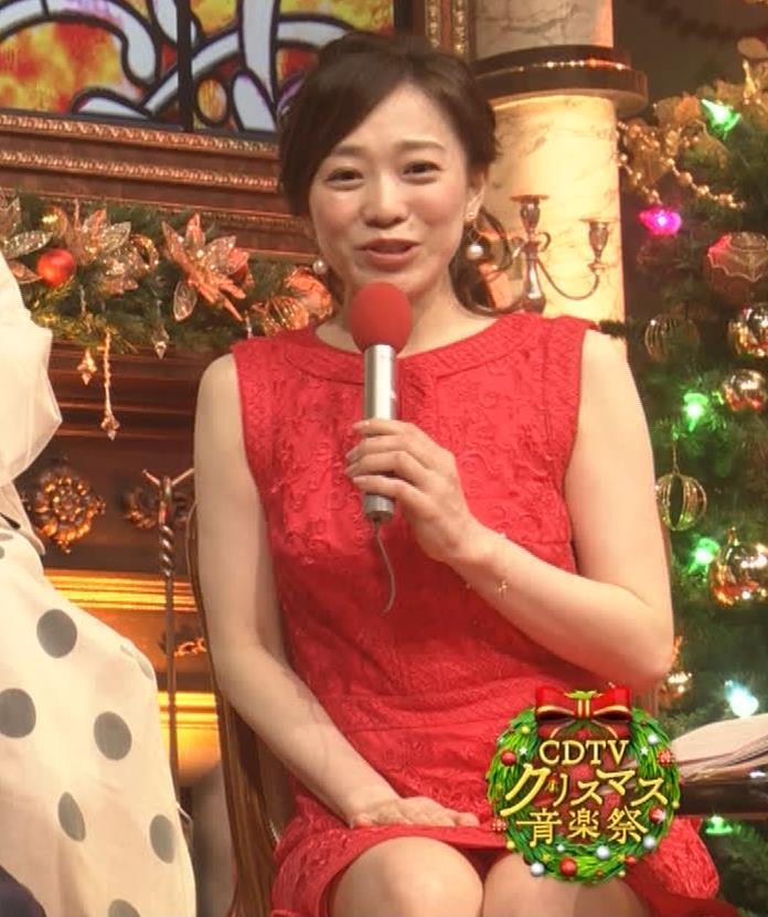 江藤愛アナ クリスマス特番のエロドレスキャプ・エロ画像12
