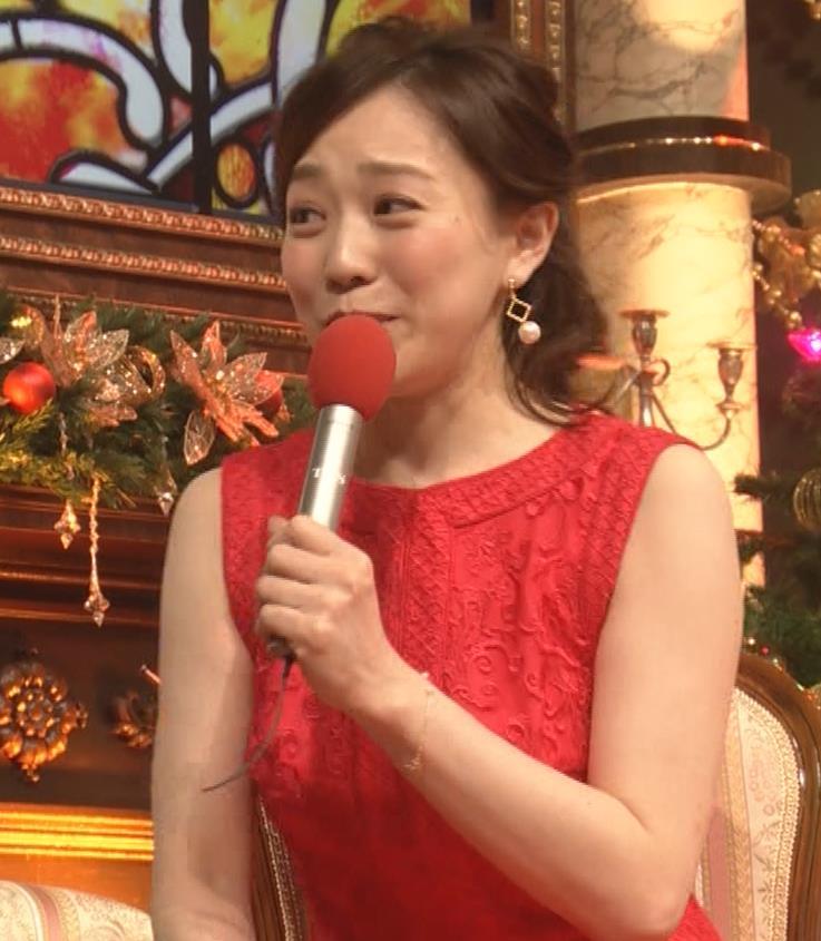 江藤愛アナ クリスマス特番のエロドレスキャプ・エロ画像3