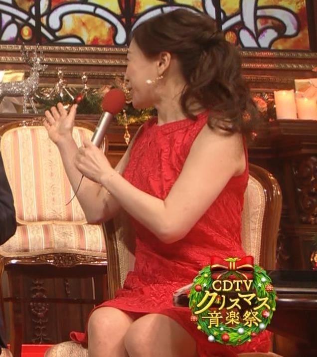 江藤愛アナ クリスマス特番のエロドレスキャプ・エロ画像5