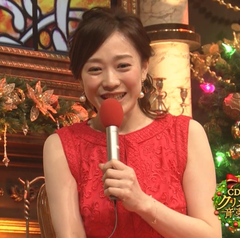 江藤愛アナ クリスマス特番のエロドレスキャプ・エロ画像7