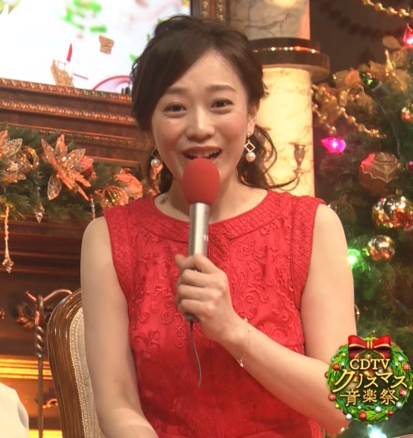江藤愛アナ クリスマス特番のエロドレスキャプ・エロ画像10