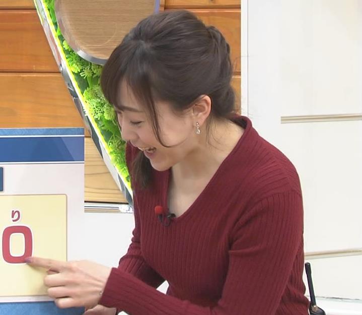 江藤愛アナ Vネックで前かがみキャプ・エロ画像