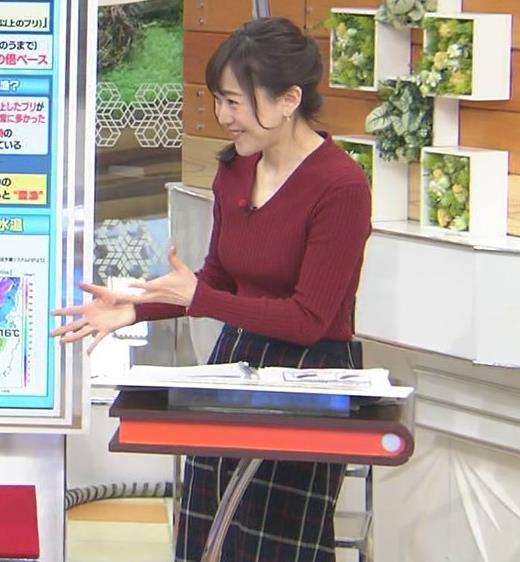 江藤愛アナ Vネックで前かがみキャプ・エロ画像5