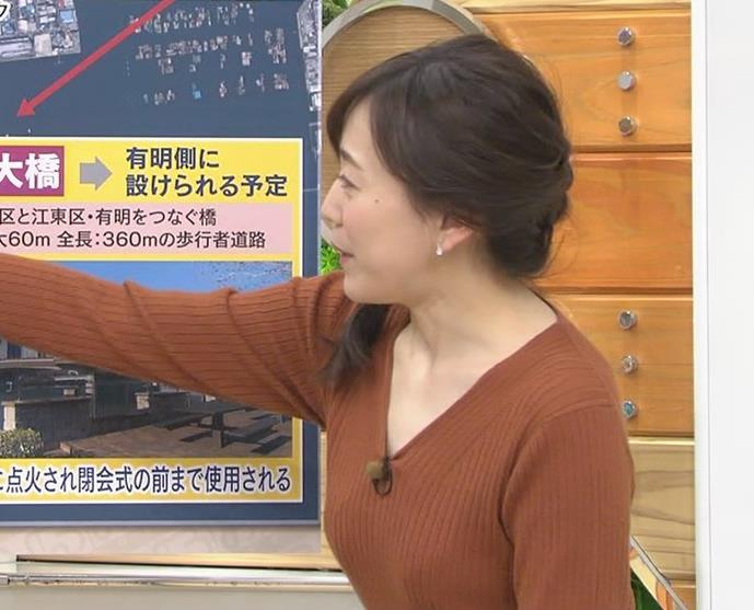 江藤愛アナ セクシーなVネックのニットキャプ・エロ画像