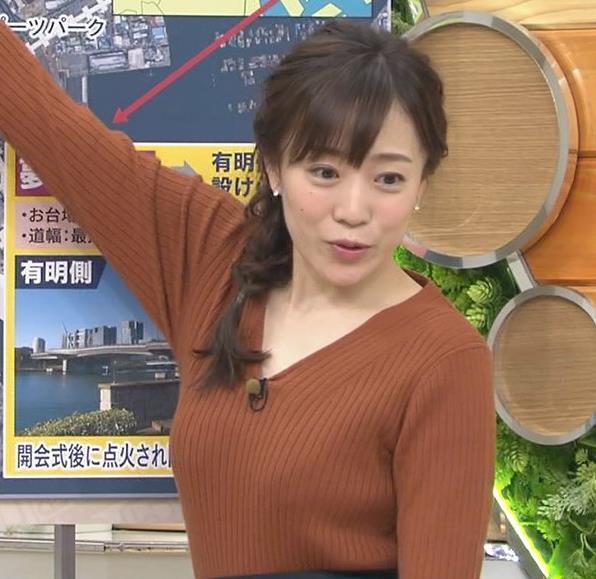 江藤愛アナ セクシーなVネックのニットキャプ・エロ画像2