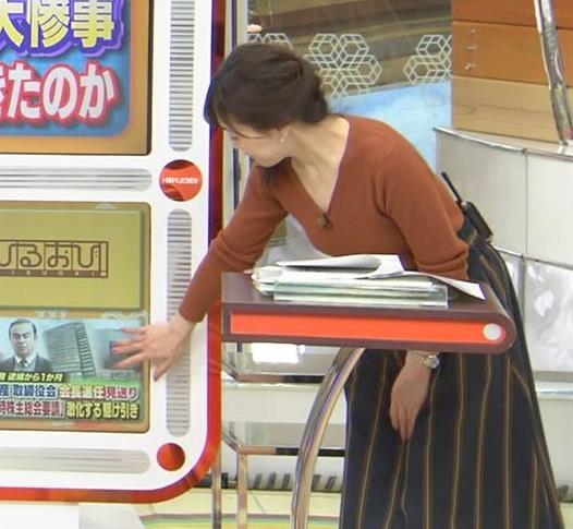 江藤愛アナ セクシーなVネックのニットキャプ・エロ画像6