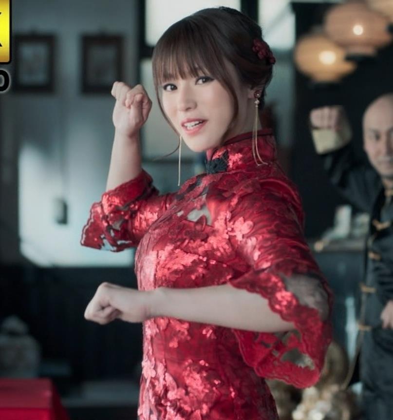 深田恭子 エロ過ぎるチャイナドレス姿のBS4K8KのCMキャプ・エロ画像
