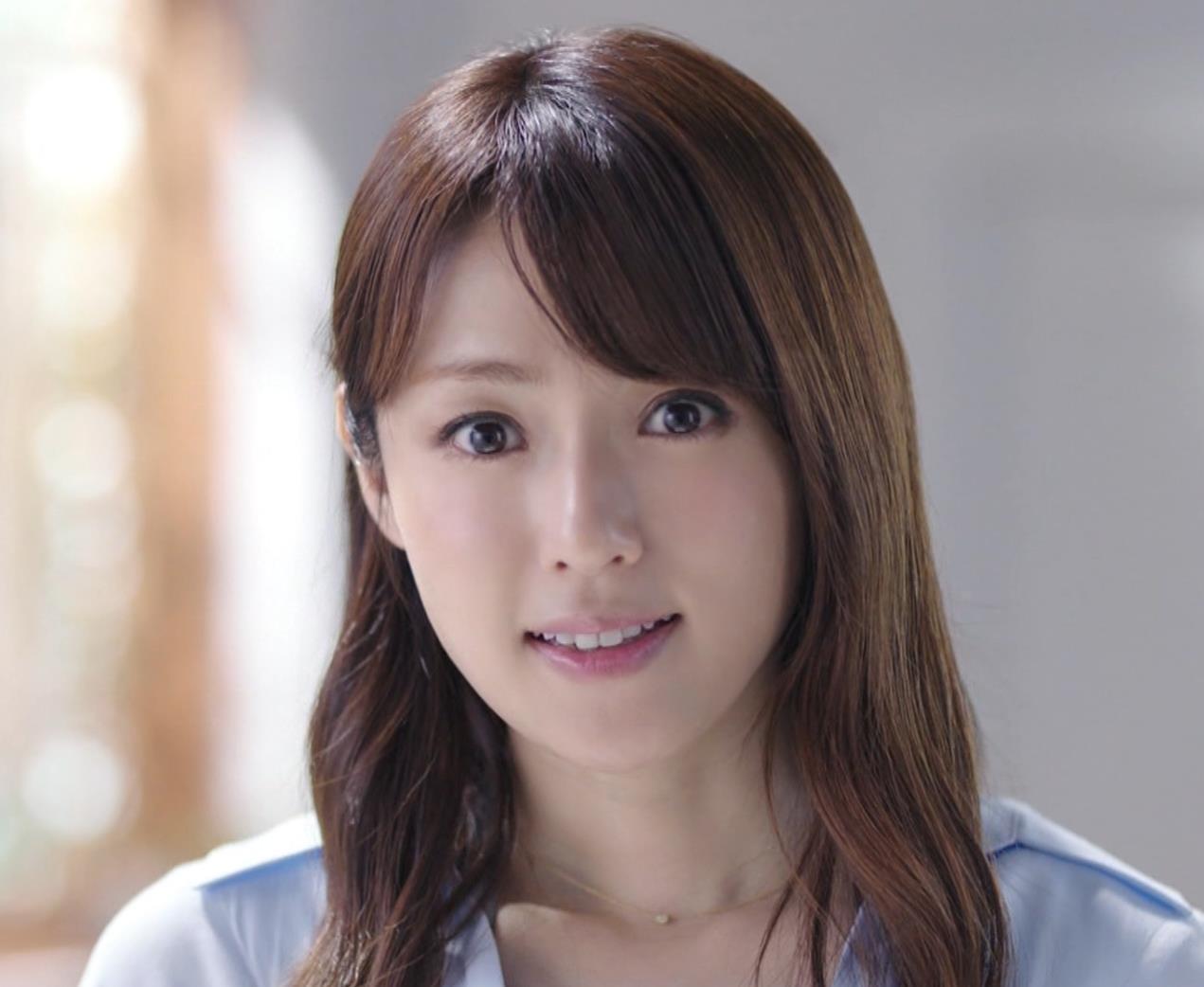 深田恭子 アリナミンのCMっておっぱい突き出しててエロいキャプ・エロ画像3