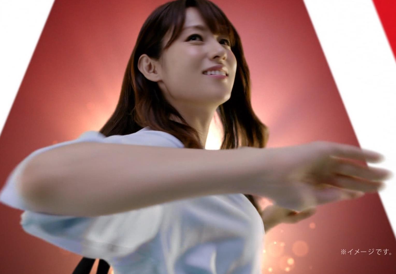 深田恭子 アリナミンのCMっておっぱい突き出しててエロいキャプ・エロ画像4