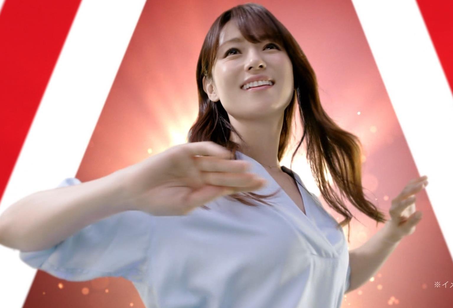 深田恭子 アリナミンのCMっておっぱい突き出しててエロいキャプ・エロ画像5