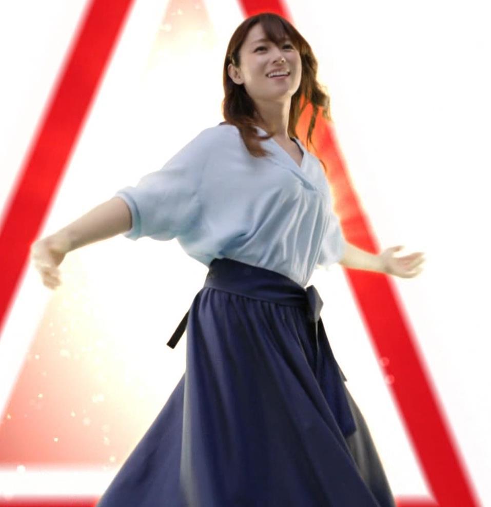 深田恭子 アリナミンのCMっておっぱい突き出しててエロいキャプ・エロ画像7