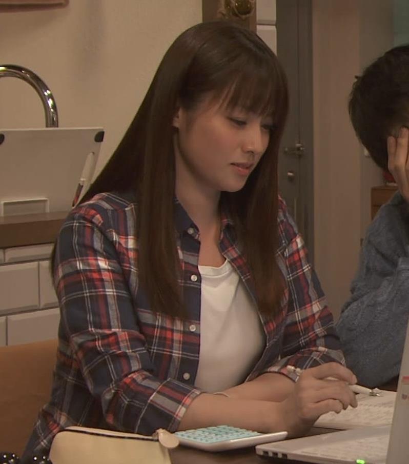 深田恭子 入浴で裸にバスタオル巻いだけキャプ・エロ画像2