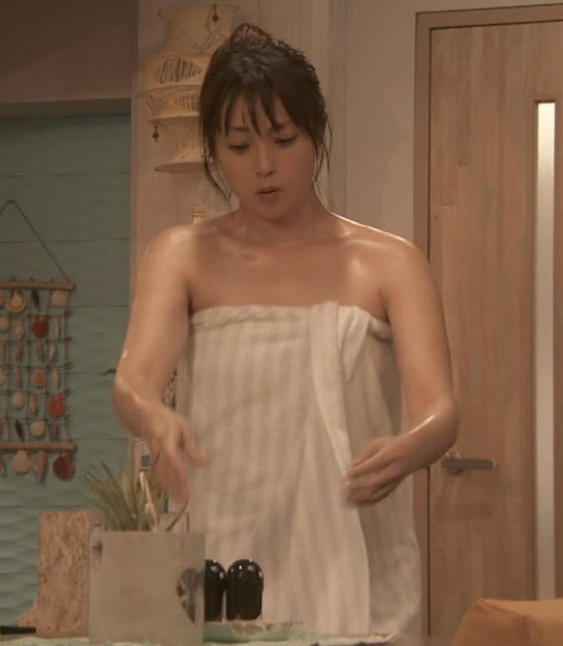 深田恭子 入浴で裸にバスタオル巻いだけキャプ・エロ画像12