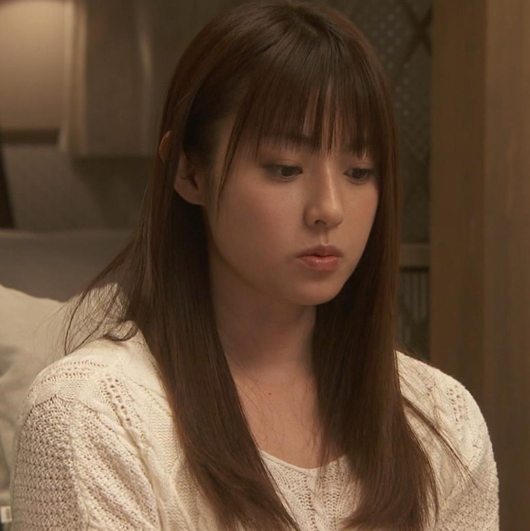 深田恭子 入浴で裸にバスタオル巻いだけキャプ・エロ画像16