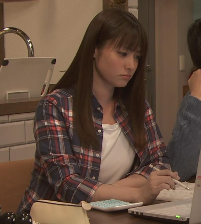 深田恭子 入浴で裸にバスタオル巻いだけキャプ・エロ画像4
