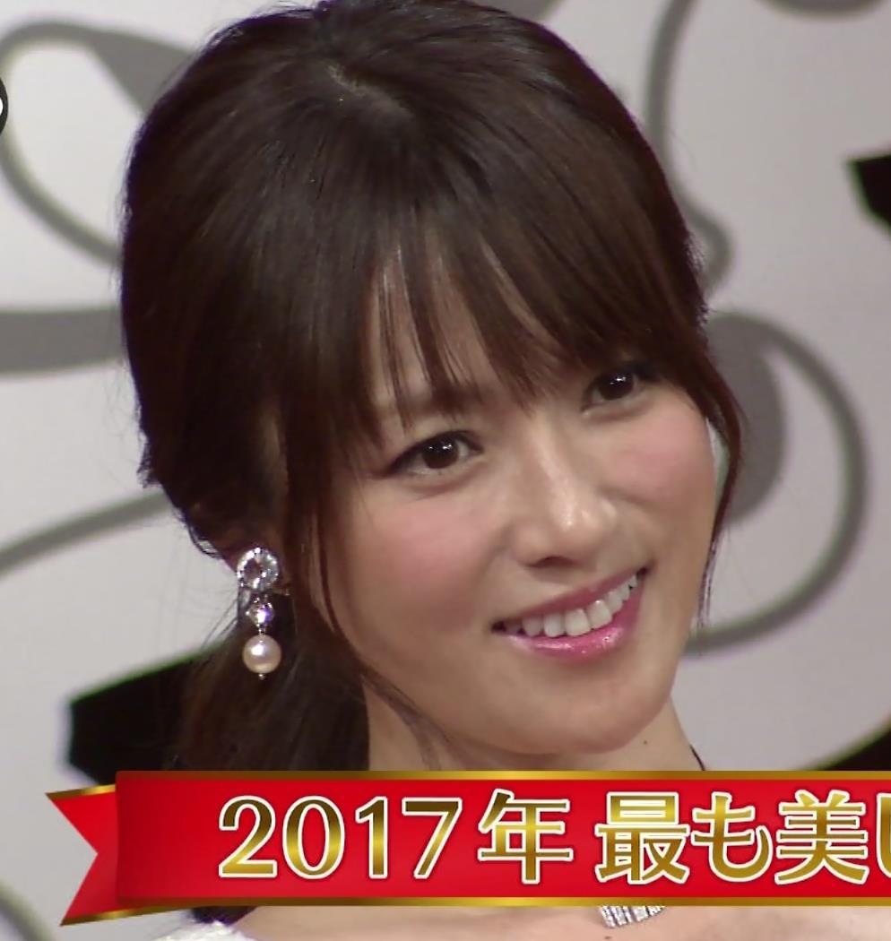 深田恭子 胸の谷間見キャプ画像