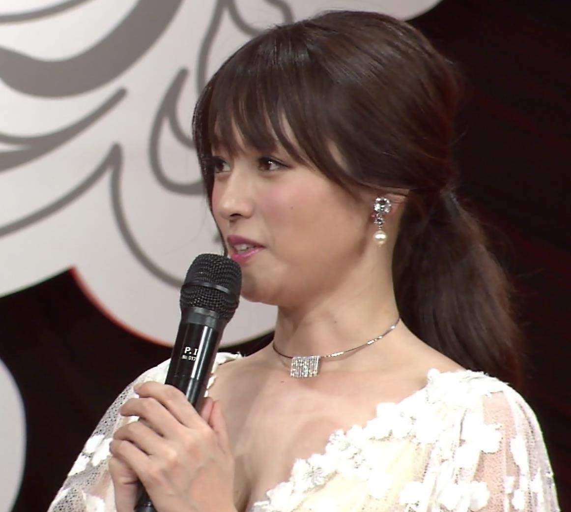 深田恭子 胸の谷間見キャプ画像2