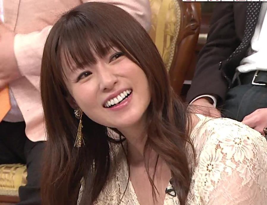深田恭子 胸の谷間見せムチムチ衣装キャプ・エロ画像11