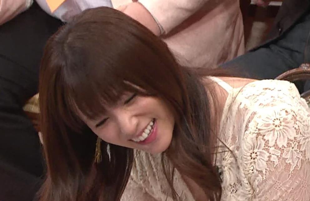 深田恭子 胸の谷間見せムチムチ衣装キャプ・エロ画像12